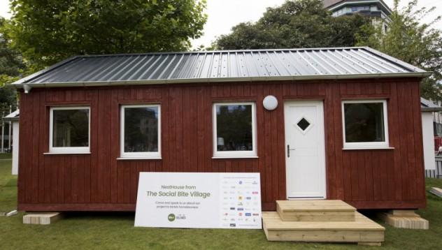 Село построи къщи за бездомници