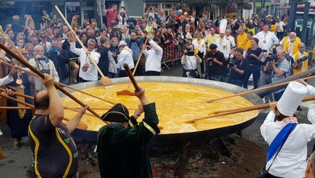 Белгийци сготвиха най-големия омлет