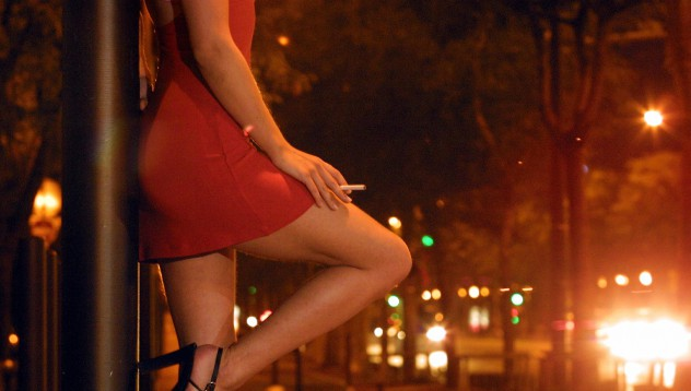 Мъж поръча проститутка, дойде жена му