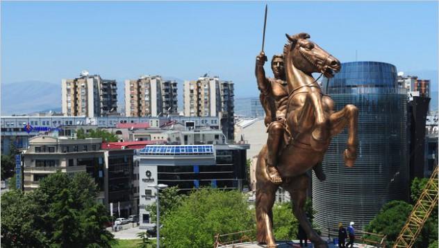 България взима паметниците от Скопие