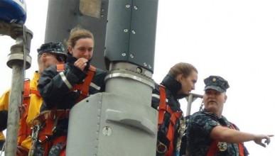 Подводница остана без командващ екипаж заради връзки на борда