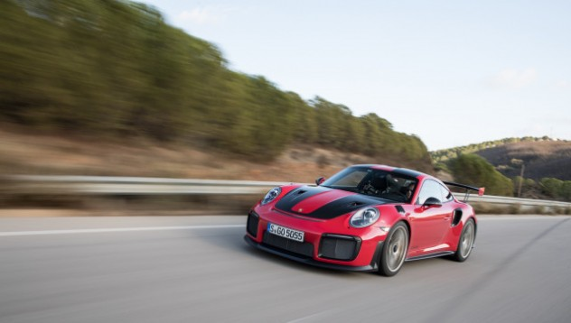 Уолтър Рохл: Новото Porsche GT2 RS е опасно за Нюрбургринг