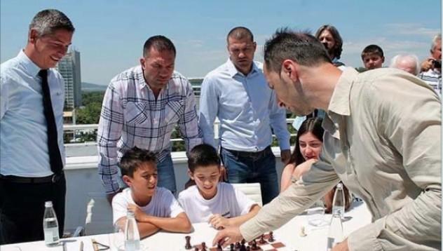 Шахматният двубой на Веселин Топалов с братя Пулеви със специална номинация