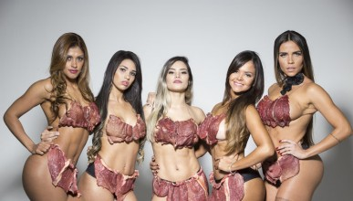Бразилки грабнаха пържолите за фотосесия
