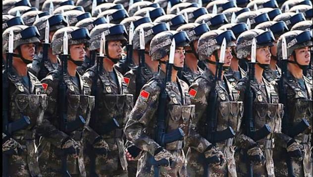 Китай започва годината с парад на армията