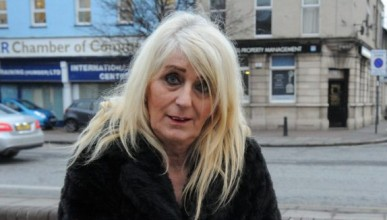 Трансексуална шофьорка на такси показа цената на красотата