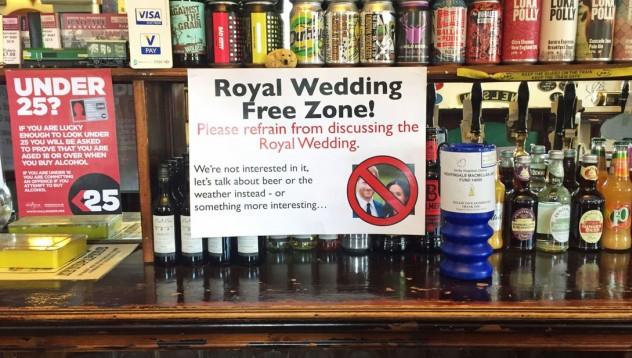 Заведение забрани кралската сватба като тема за разговор