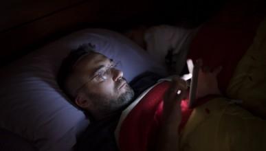 Телефонът в леглото е много лоша идея