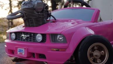 Да поставиш повече конски сили в розовия мустанг