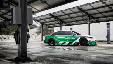 Какво се случва, когато Audi RS3 получи 4 електромотора