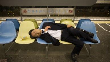 Японски власти се извиниха за клинчещ служител