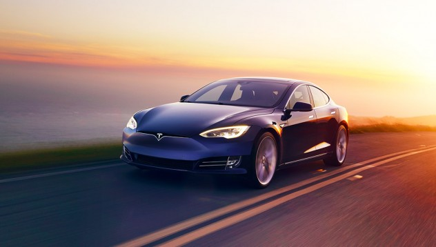 Tesla таксуват по 2500 долара за резервация
