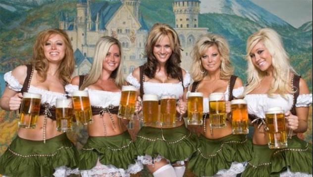 Мюнхен срещу порно облеклата на Октобър фест