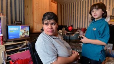 Младеж профука всичките пари на майка си във Fortnite