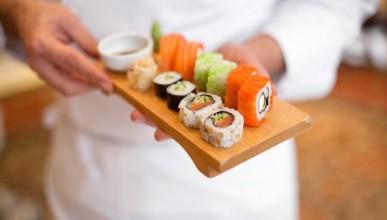 Изгониха мъж от суши ресторант - консумирал като за 5-ма