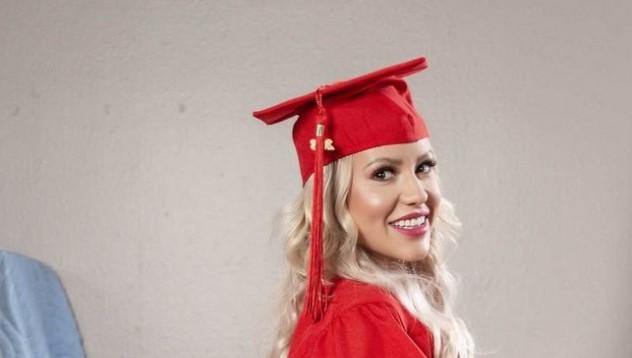 Кайли Пейдж се дипломира