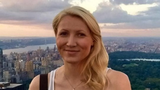 Учителка завоювала младежко сърце в тоалетната на самолета