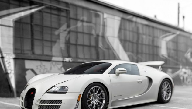 Не всеки може да вдигне 400 км/ч с Veyron