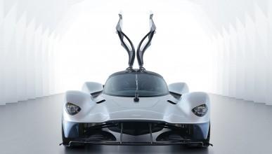 Aston Martin Valkyrie  демонстрира британската мощ