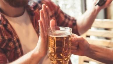 Милениелите пият все по-малко алкохол