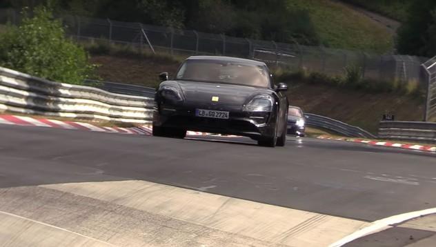 Porsche Taycan се зарежда по-бързо от Tesla