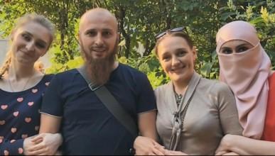 Мъж наказва 3-те си жени със сексуално въздържание