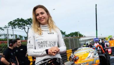 Жена направи най-безумната катастрофа във Формула 3