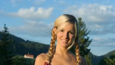 Корина е млада фермерка
