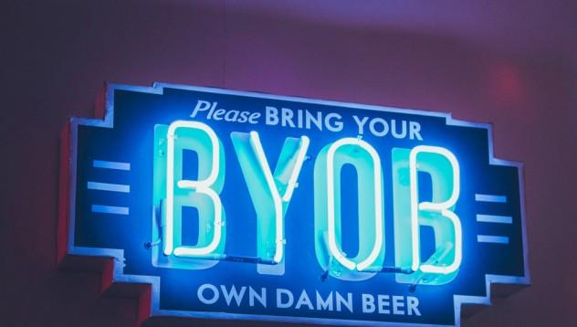 В САЩ ще можеш да внасяш алкохол в баровете