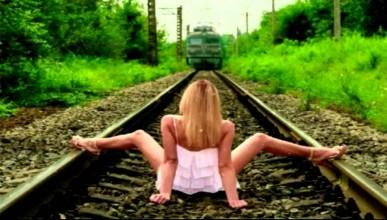 Оралната любов е официално забранена във влака и на гарата