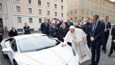 Можеш да спечелиш Lamborghini Huracan с благословията на папата