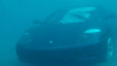 Исус накара човек да скочи с Ferrari-то си в океана