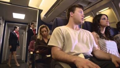 Двойка прави секс в самолет и пред погледите на останалите пасажери