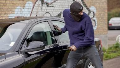 Тийнейджърка открадна кола, за да види гаджето