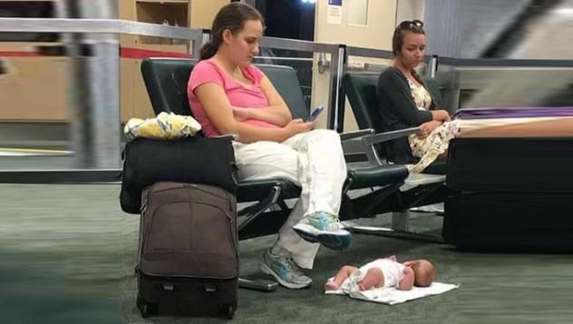 Самолет се върна на летището заради забравено дете