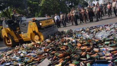 Домашен алкохол уби 100 и изпрати още 200 в болницата
