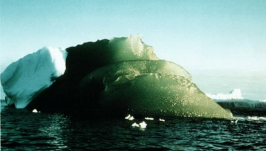 Защо се появиха зелени айсберги