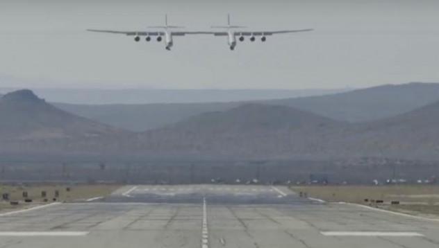 Най-големият самолет в света с първи успешен полет