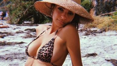 Емили Ратайковски остана топлес