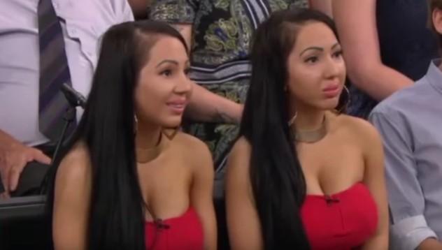 Близначки поискаха приятелят им да ги забремени едновременно