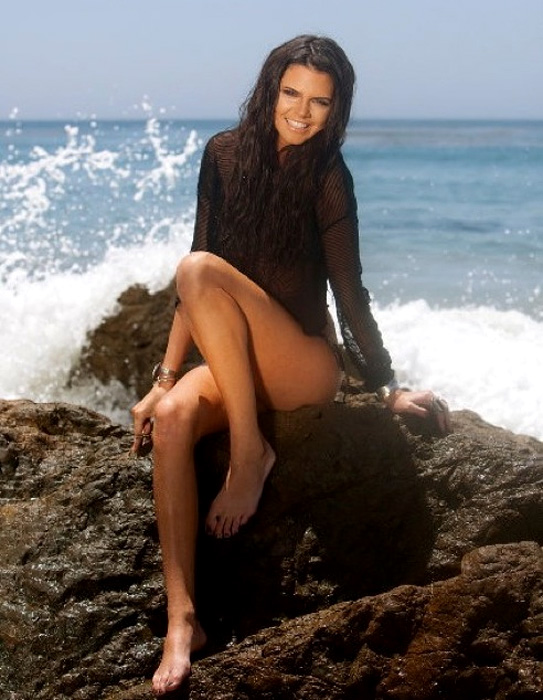 kendall jenner bikini. Кендъл Дженър и океана