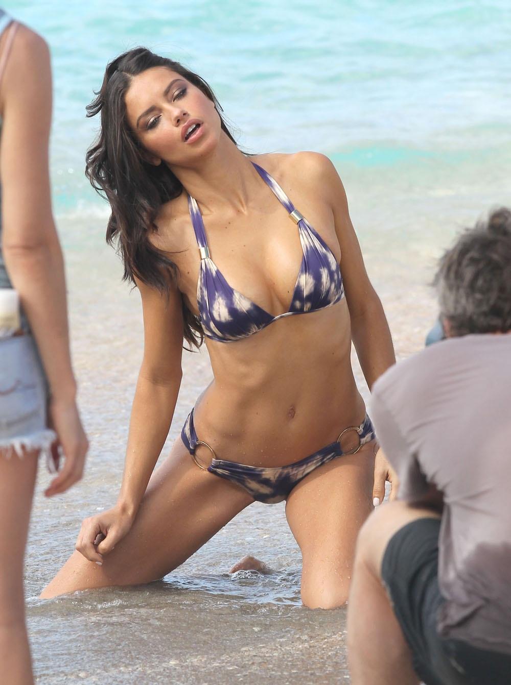Адриана Лима на плажа