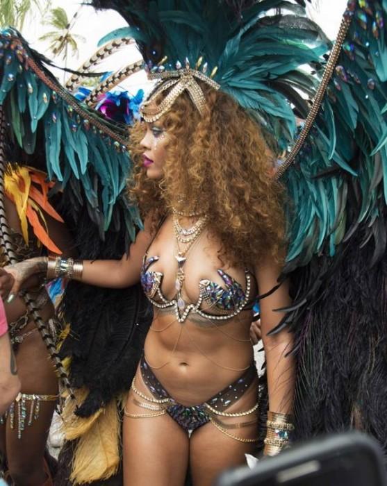 Риана вдига рейтинга на Барбадос